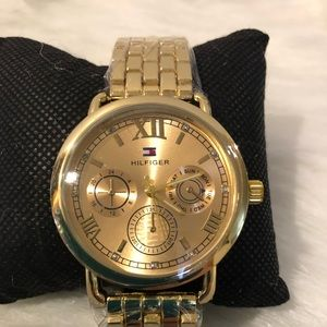 Tommy Hilfiger watch color gold